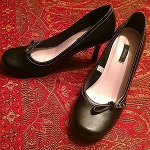 Xhilaration black high heels with pink stitching